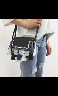 Elegant tassel hand bag
