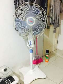Kipas Angin Cosmos (Stand Fan)