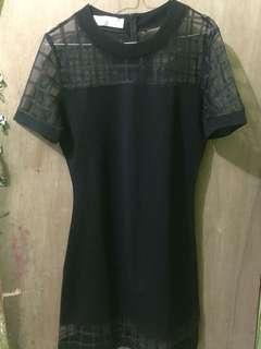 Gaun pesta warna hitam