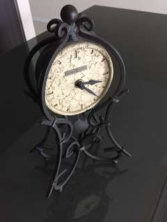 Clock (old style)