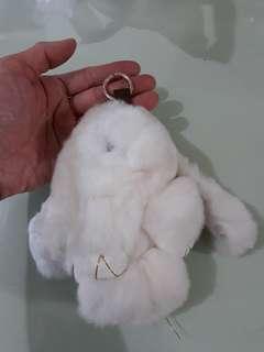 Gantungan tas kelinci putih