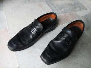 Salvatore Ferragamo Tribute nero calf. Bought new at KLCC RM 2,450. Replace worn bottom with rubber soles. Condition 6/10