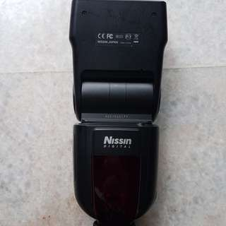 Nissin Di700 Flash Light for Canon
