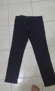 Celana panjang jeans warna ungu manggis