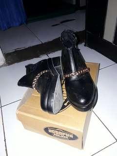 Boots Hitam