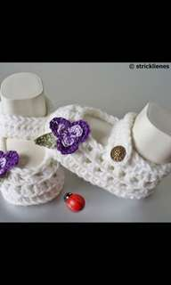 Crochet baby girls booties