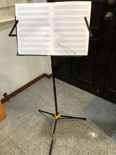 Hercules music stand with carrier