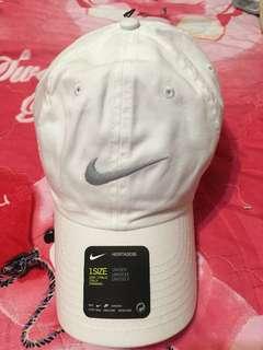 🚚 Nike 白色老帽