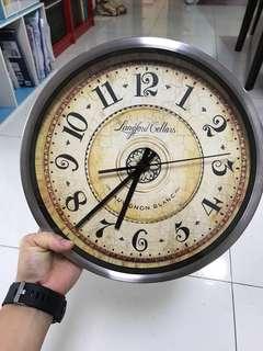 meatl frame Wall Clock