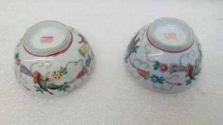 80年代粉彩花蝶彩蜜碗一對$230,有一隻碗小崩咗點,圖中影有相