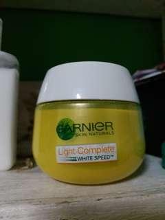 Garnier Whitening serum (powder finish with spf)