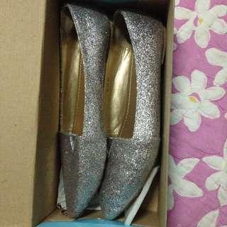 Sepatu gliter