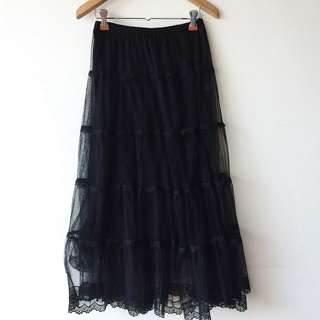 Tiered tulle midi skirt / lace
