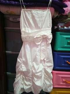 Dress pesta putih cantik