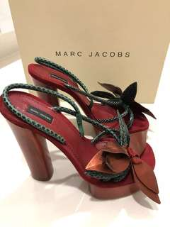 Marc Jacobs Heels with suede flowers