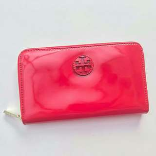 TORY BURCH STACKED LOGO ZIP CONTINENTAL BERRY RED