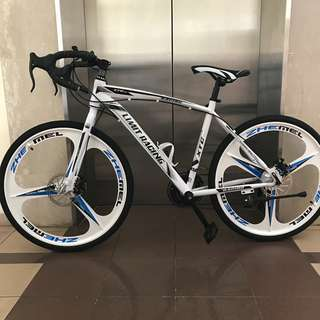 Road bike/ bicycle