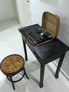 Vintage Groma Kolibri Typewriter - GDR East Germany (Black)