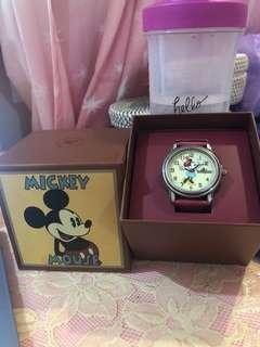 BNIB Disneyland Minnie Watch