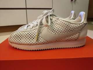 🚚 Nike Cortez 洞洞鞋 保證正品(二手)徐若瑄愛款