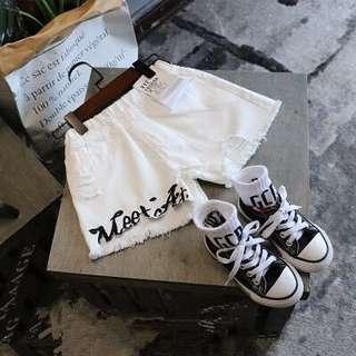 🚚 韓版男女童裝字母刷邊毛牛仔短褲