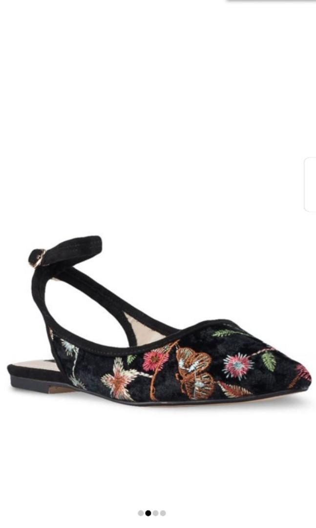 d4c8b2887654 Home · Women s Fashion · Shoes · Flats   Sandals. photo photo ...