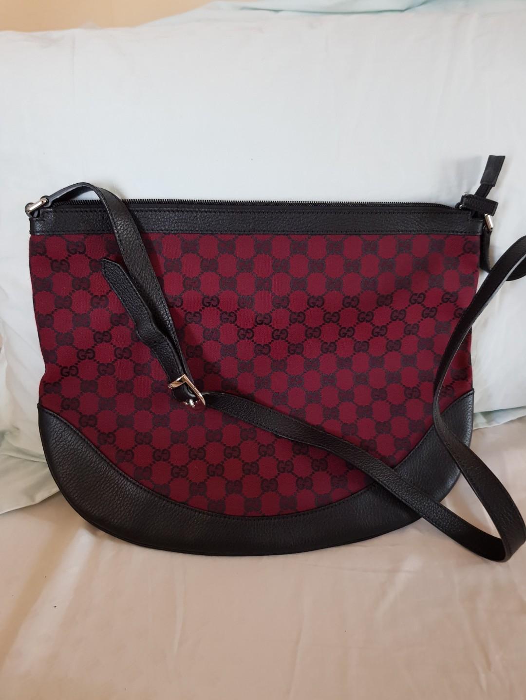 cec743383732 Gucci Bag AUTHENTIC. DIJAMIN, Fesyen Wanita, Tas & Dompet di Carousell
