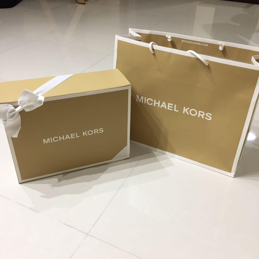 7f0b34d30d38 Michael Kors gift box and paper bag