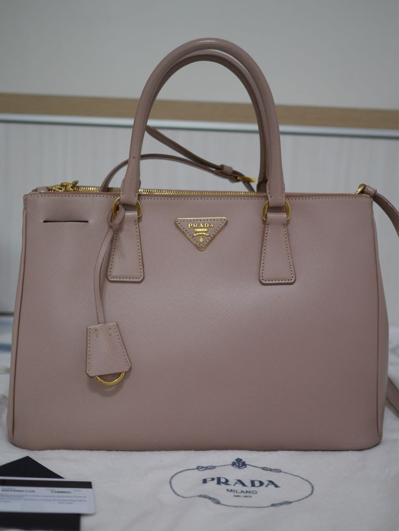 e1a86b78ba Prada Saffiano Lux Double zip Tote Bag (Classic never dies)