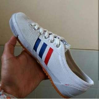 Sepatu kodachi + kaos kaki kodachi