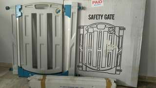 Baby Safety Gate come with 3 additional extension panel