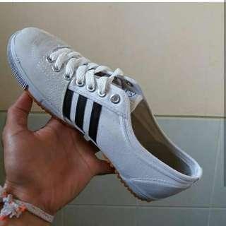 Sepatu kodachi + kaos kaki