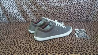 Tommy Hilfiger Canvas Sneaker Second Sepatu Bekas Branded Import