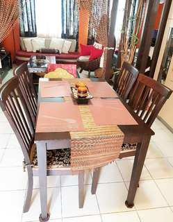 4-seater dining set with free accent chair