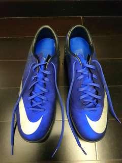 Sepatu futsal pria CR7 Nike