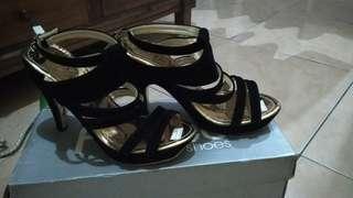Heels T13 Triangle Hitam