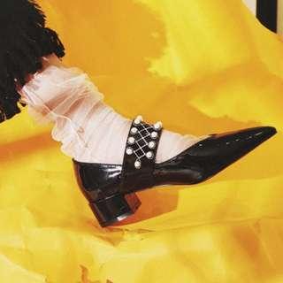 🚚 【鳳眼夫人】獨立設計品牌訂製款 2色 全真皮漆皮復古珍珠舞會女孩一字扣韓版時尚尖頭瑪莉珍鞋 氣質 名媛風 OL 宴會 婚禮 尖頭鞋 低跟鞋 粗跟鞋 時尚 百搭 女神必備 復古趴