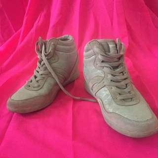 Sneakers wedges sepatu
