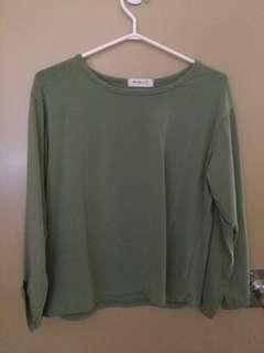 💚 slit sleeve green shirt