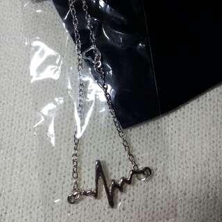 SALE! 💗 Heart bib pendant choker necklace