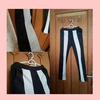 Celana garis putih