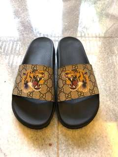 Gucci GG supreme tiger slide sandals