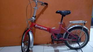 Sepeda lipat merk evergreen