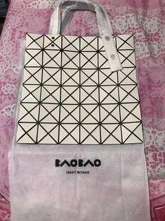 米白色現貨❗️Issey Miyake Baobao 6x6格手袋