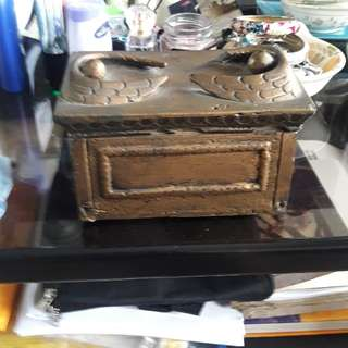 wooden jewelry box size 6 1/2wdth 3 1/2length