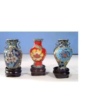 Vintage miniature cloisonne vases set of 3 display wood stand circa mid 1900s