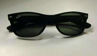Ray Ban New Wayfarer Classis Sunglasses (left lens etched with 'RB'