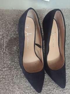 Atmosphere black heels