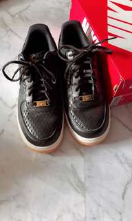 Nike Air Force Low Black Gold