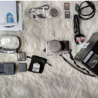 Panasonic Lumix LX 100 Silver Edition + all accesories